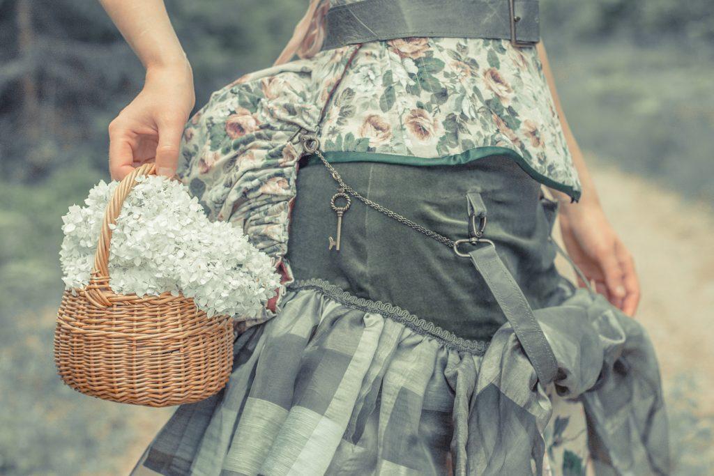Korsett, kjol och turnyr, 1800-tal med inspiration av steampunk. Dräkt och foto: Julia Elstring Högberg, Mytomsydd 2019.